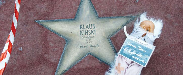 Klaus Kinskis Ehrung auf dem Boulevard am Potsdamer Platz entfernen lassen